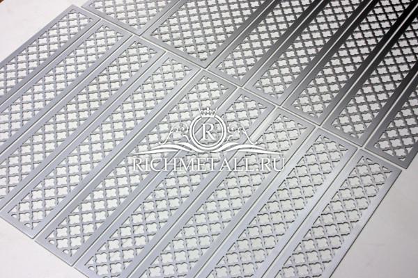 Решетки из шлифованного алюминия с классическим орнаментом, покрытые матовым лаком