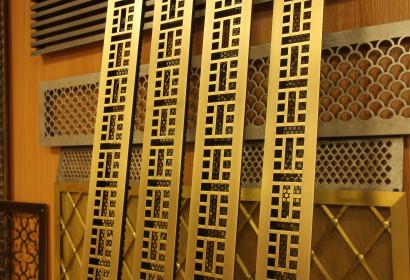 Геометрические узкие латунные решетки
