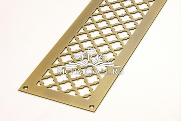 Плоская латунная решетка с эффектом затертости под бронзу