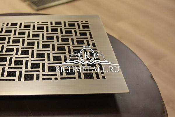 Квадратная стареная латунная решетка с плиточным узором