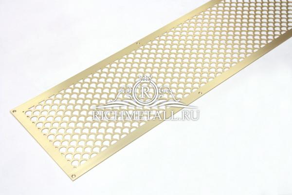 Вентиляционная решетка из шлифованной латуни с узором чешуя