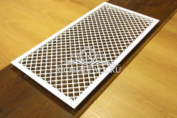 Большая белая вентиляционная решетка из обычной стали