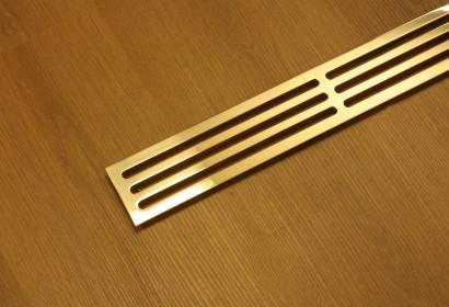 Золотистая полированная решетка со щелями