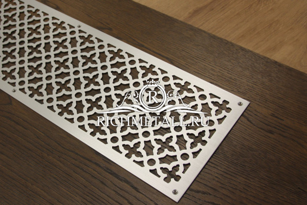 Решетка с узором маджестик из сатинированной нержавеющей стали