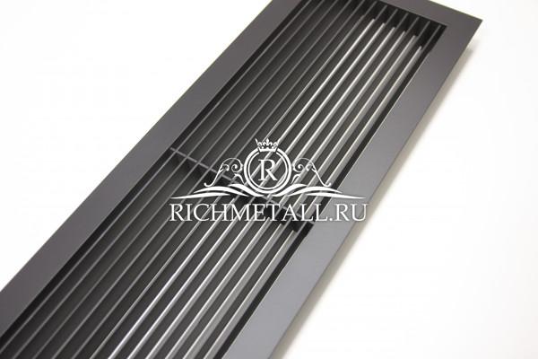 Черная крашеная решетка-жалюзи из стали