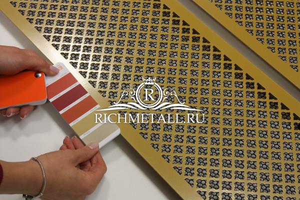 Стальные решетки с узором классик, окрашенные в желтый цвет