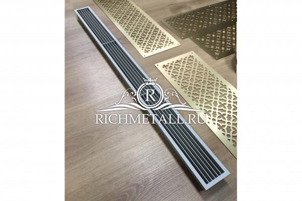 Жалюзийная решетка из стали с матовой покраской в серый цвет