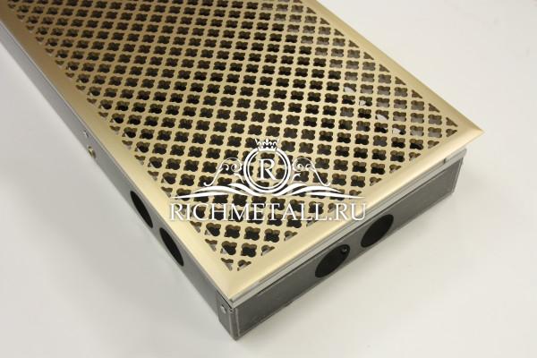 Латунная решетка с выборкой с классическим узором и фаской