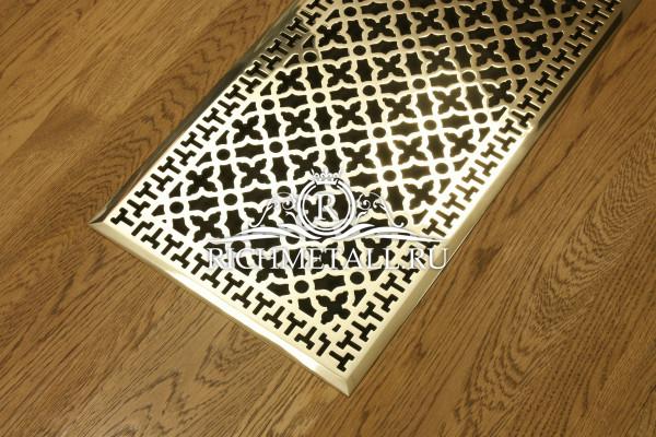 Ажурная решетка из полированной латуни с широкой фаской